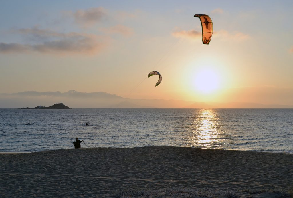 Desperate kitesurfers trying to catch the small winds of Mikri Vigla, Naxos