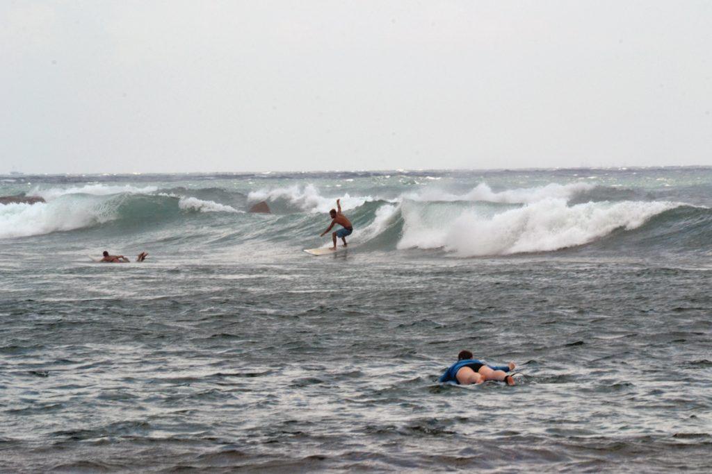 Leffe surfing in Mirissa